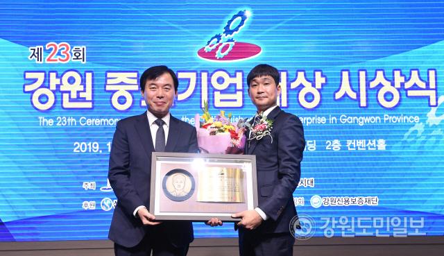 ▲ 제23회 강원중소기업대상 특별상. 주식회사 설믜   최유진
