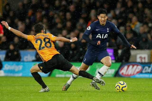 "▲ Soccer Football - Premier League - Wolverhampton Wanderers v Tottenham Hotspur - Molineux Stadium, Wolverhampton, Britain - December 15, 2019  Wolverhampton Wanderers' Joao Moutinho in action with Tottenham Hotspur's Son Heung-min             REUTERS/Andrew Yates  EDITORIAL USE ONLY. No use with unauthorized audio, video, data, fixture lists, club/league logos or ""live"" services. Online in-match use limited to 75 images, no video emulation. No use in betting, games or single club/league/player publications.  Please contact your account representative for further details. <All rights reserved by Yonhap News Agency>"