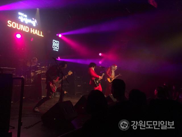 ▲ '춘천 밴드 페스타:컬러 오브 사운즈'가 지난 21일 KT&G 상상마당 춘천에서 밴드 '일곱시 반','직시','맛','두유노' 등이 참여한 가운데 열렸다.