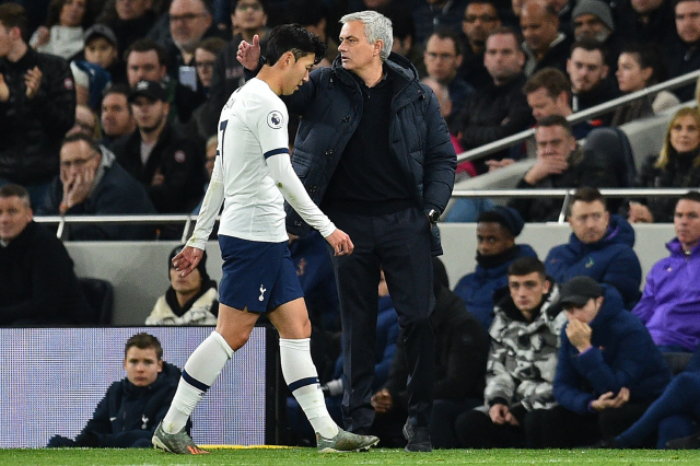 ▲ Tottenham Hotspur's South Korean striker Son Heung-Min walks past Tottenham Hotspur's Portuguese head coach Jose Mourinho as he leaves the field after being sent off during the English Premier League football match between Tottenham Hotspur and Chelsea at Tottenham Hotspur Stadium in London, on December 22, 2019. (Photo by Glyn KIRK / IKIMAGES / AFP) / RESTRICTED TO EDITORIAL USE. No use with unauthorized audio, video, data, fixture lists, club/league logos or 'live' services. Online in-match use limited to 45 images, no video emulation. No use in betting, games or single club/league/player publications.    <All rights reserved by Yonhap News Agency>