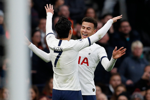 ▲ Tottenham Hotspur's English midfielder Dele Alli (R) celebrates wint Tottenham Hotspur's South Korean striker Son Heung-Min after scoring the opening goal during the English Premier League football match between Tottenham Hotspur and Bournemouth at the Tottenham Hotspur Stadium in London, on November 30, 2019. (Photo by Adrian DENNIS / AFP) / RESTRICTED TO EDITORIAL USE. No use with unauthorized audio, video, data, fixture lists, club/league logos or 'live' services. Online in-match use limited to 120 images. An additional 40 images may be used in extra time. No video emulation. Social media in-match use limited to 120 images. An additional 40 images may be used in extra time. No use in betting publications, games or single club/league/player publications. /    <All rights reserved by Yonhap News Agency>