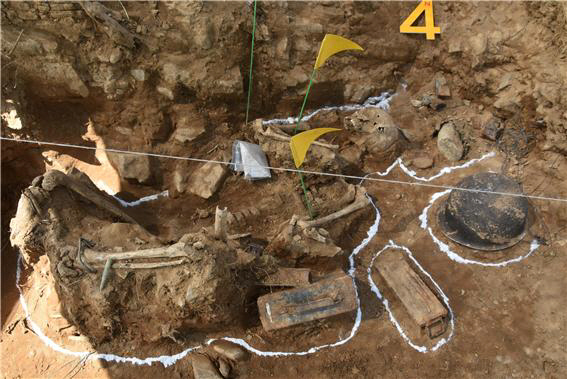 ▲ 지난해 5월15일 철원 서 처음으로 발굴된국군전사자 추정 완전유해 및 유품.