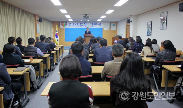 ▲ 강원병무청(청장 정영창)은 2일 대회의실에서 전직원이 참석한 가운데 2020년 시무식을 개최했다.