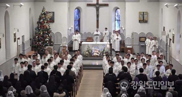 ▲ 천주교 춘천교구(교구장 김운회 루카)는 2일 죽림동 주교좌성당에서 신년 하례미사를 봉헌했다.