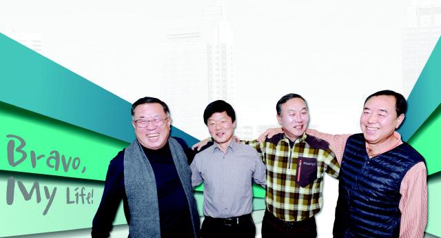 ▲ 베이비부머시대에 태어나 은퇴 후 제2의 인생을 사는 원주 육민관고 59년생 동창 4명이 한자리에 모였다.왼쪽부터 김진환·윤석진·박종배·강응만씨. 방병호