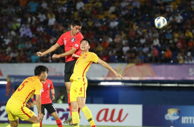 ▲ 9일 오후(현지시간) 태국 송클라 틴술라논 스타디움에서 열린 2020 아시아축구연맹(AFC) U-23 챔피언십 한국과 중국의 조별리그 1차전에서 오세훈이 헤딩슛을 시도하고 있다. 2020.1.9