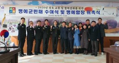 ▲ 김은경 김화함장 등 군장병 5명은 최근 김화읍을 방문,상호교류행사를 가졌다.