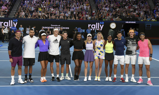 ▲ The world's top tennis players pose for a photo in the Rally for Relief charity tennis match in support of the victims of the Australian bushfires, in Melbourne of January 15, 2020, ahead of the Australian Open tennis tournament. (Photo by WILLIAM WEST / AFP) / -- IMAGE RESTRICTED TO EDITORIAL USE - STRICTLY NO COMMERCIAL USE -- <All rights reserved by Yonhap News Agency>