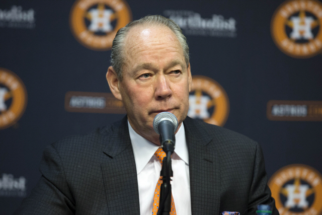 ▲ Houston Astros owner Jim Crane speaks at a news conference in Houston, Monday, Jan. 13, 2020.  Crane opened the news conference by saying manager AJ Hinch and general manager Jeff Luhnow were fired for the team's sign-stealing during its run to the 2017 World Series title.  <All rights reserved by Yonhap News Agency>