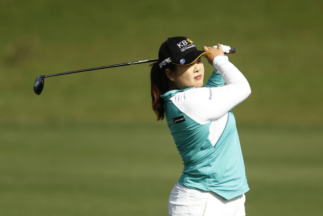 ▲ LAKE BUENA VISTA, FLORIDA - JANUARY 17: Inbee Park of South Korea plays her second shot on the 17th hole during the second round of the Diamond Resorts Tournament of Champions at Tranquilo Golf Course at Four Seasons Golf and Sports Club Orlando on January 17, 2020 in Lake Buena Vista, Florida.   Michael Reaves/Getty Images/AFP == FOR NEWSPAPERS, INTERNET, TELCOS & TELEVISION USE ONLY == <All rights reserved by Yonhap News Agency>