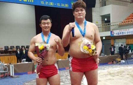 ▲ 강원 씨름 간판선수인 이준호(사진 왼쪽)·임진원