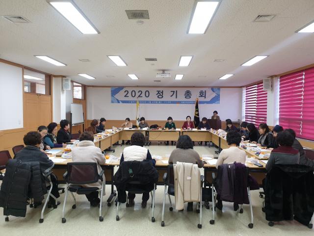 ▲ 강원도여성단체협의회 2020년 정기총회가 20일 도여협 회의실에서 열렸다.