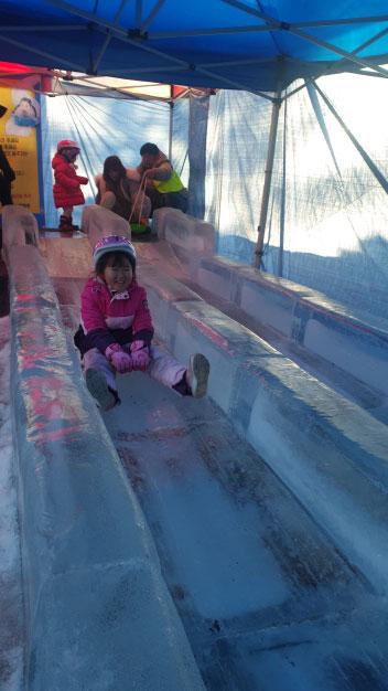 ▲ 동면 자연생태공원 내 최근 조성한 얼음미끄럼틀