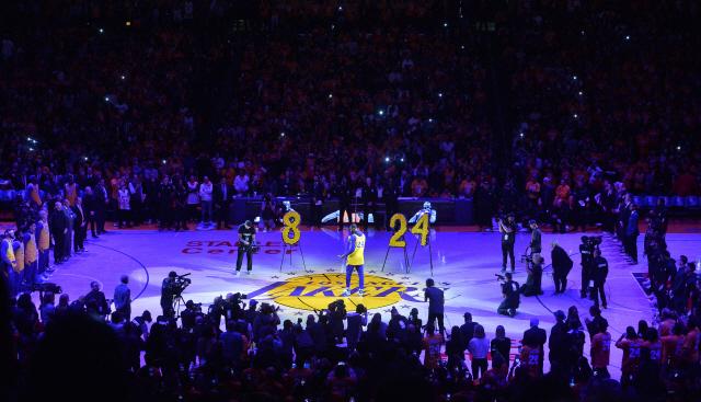 ▲ AP통신은 4일(이하 한국시간) 시청률 조사업체 닐슨을 인용, 1일 열린 NBA 정규리그 LA 레이커스-포틀랜드 트레일블레이저스 경기를 441만명이 시청했다고 보도했다.이 경기는 레이커스에서 은퇴한 브라이언트가 헬리콥터 사고로 숨진 이후 처음으로 레이커스의 홈코트 스테이플스 센터에서 열렸고, ESPN이 생중계했다.