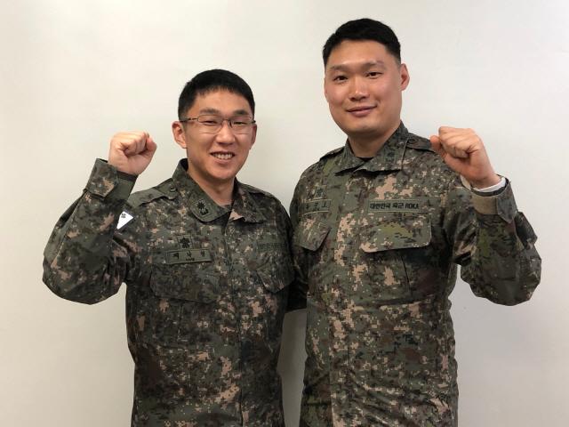 ▲ 육군 2군단 소속 채낙형(사진 왼쪽) 소령과 목진호 소령.