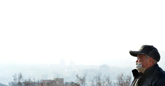 ▲ 도내지역에 미세먼지 농도가 한때 나쁨현상을 보인 10일 춘천시가지가 온통 뿌옇다.  서영
