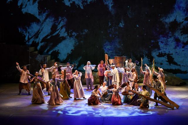 ▲ 정선아리랑 세계화를 위해 올 한 해 국내외 공연에 나서는 뮤지컬 아리 아라리는 오는 19일 정선아리랑센터에서 무료 특별공연을 통해 올 시즌을 시작한다.