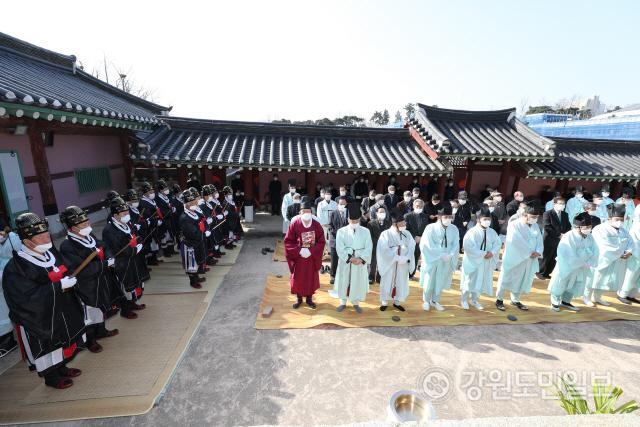 ▲ 강릉향교 춘기석전대제'가 24일 강릉향교에서 지역 유림 및 시민 등이 참석한 가운데 열렸다.