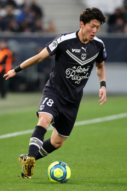 ▲ Bordeaux's South Korean forward Ui-Jo Hwang controls the ball during a French L1 football match Bordeaux (FCGB) vs Nice on March 1 2020 at stade Matmut Atlantique in Bordeaux. (Photo by ROMAIN PERROCHEAU / AFP)