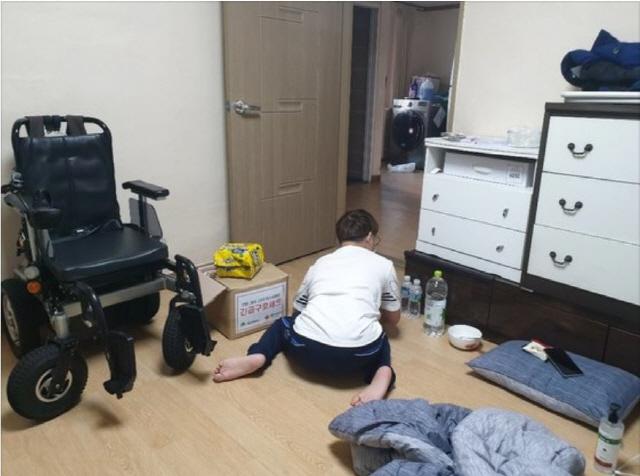 ▲ 자가격리 된 장애인의 생활모습. 사진제공= 대구장애인차별철폐연대