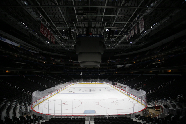 ▲ Mar 12, 2020; Washington, District of Columbia, USA; A view of the ice inside an empty arena prior to the scheduled game between the Detroit Red Wings and the Washington Capitals at Capital One Arena. Mandatory Credit: Geoff Burke-USA TODAY Sports <All rights reserved by Yonhap News Agency>
