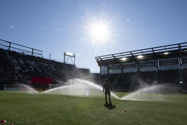 ▲ Mar 7, 2020; Washington, DC, Washington, DC, USA;   Field crew prepares the field before the game between the D.C. United and the Inter Miami at Audi Field. Mandatory Credit: Tommy Gilligan-USA TODAY Sports <All rights reserved by Yonhap News Agency>