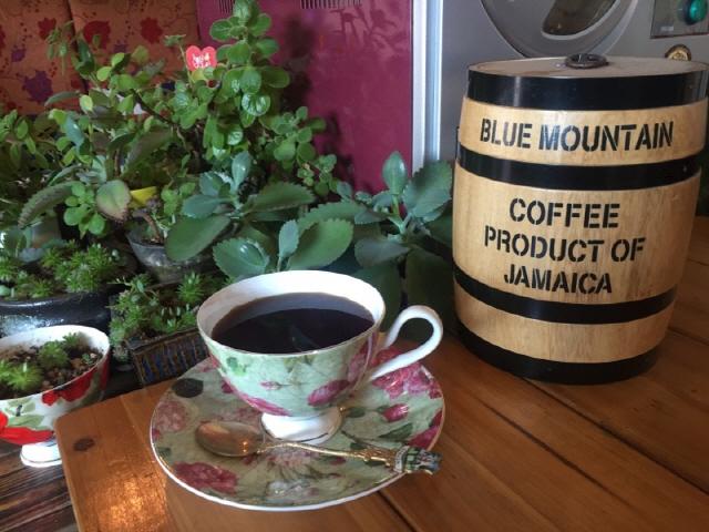 ▲ 블루마운틴 커피와 오크통.