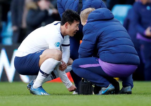 ▲ 손흥민은 지난달 16일 애스턴 빌라와의 잉글랜드 프로축구 프리미어리그(EPL) 26라운드 중 오른팔이 부러지는 큰 부상을 입었다.