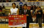 '사랑의 슈터' 연탄 1만장 전달