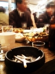 식당안 담배연기 여전