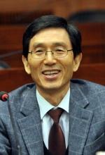 민주당, 포용국가위원장에 성경륭 교수 위촉
