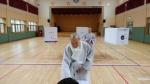 만 19세부터 100세 할머니까지 '희망' 안고 한 표 행사
