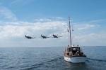 무더위 날리는 해양 생존 사투기