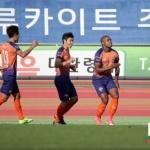 강원FC, 서울에 4-0 대승…이근호 '40-40클럽' 가입