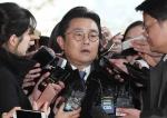 '뇌물 수수 의혹' 전병헌 전 수석 검찰 출석