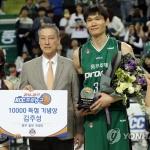 """'블록슛 황제' 김주성 시즌 뒤 은퇴 """"마지막까지 행복했다"""""""