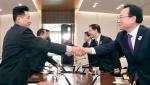 악수하는 남북 차관급 실무회담 대표단