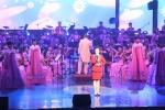 16년만의 국내 공연… 관객들, 곡 마다 박수갈채 화답