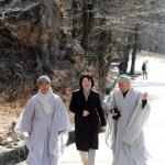 김정숙 여사, 신흥사·낙산사서 올림픽 성공 기원