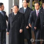 北김영철, 경의선 육로로 귀환…방남성과 질문엔 '무응답'