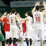 프로농구 SK, 챔프전 사상 최초로 2패 후 3연승 '1승 남았다'