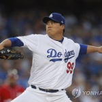 류현진, 7이닝 8K 무실점 완벽투…시즌 3승·평균자책점 1.99