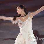 '여왕의 귀환' 김연아, 4년 만의 아이스쇼서 우아한 연기