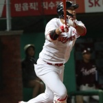 하루에 4홈런 쳤던 SK 한동민, 연이틀 아치…시즌 13호
