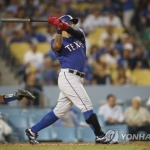 추신수, 2루타+3볼넷…텍사스, 다저스에 연장 끝에 패배