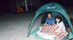 으슬으슬 한기 속 텐트에서 하룻밤…' 즐거운 피신 행렬'