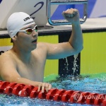 이주호, 첫 출전서 남자 배영 100m 동메달