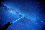 유정이 사랑한 검푸른 밤하늘, 한 줄기 별무리 소설처럼 흐른다
