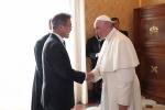 문 대통령, 교황에 '북한초청' 전달