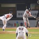 '한동민 13회 결승포' SK, 두산 꺾고 8년만의 한국시리즈 우승